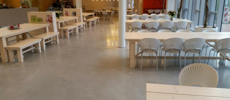 gepolijst beton in een verzorgingstehuis