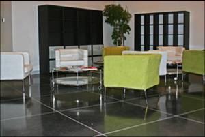 Beton polijsten, gepolijste zwarte betonvloer