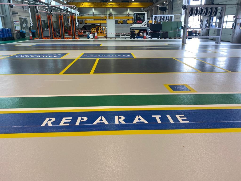 Renovatie werkplaatsvloer inclusief (her)plaatsen veiligheids markeringen en belijningen
