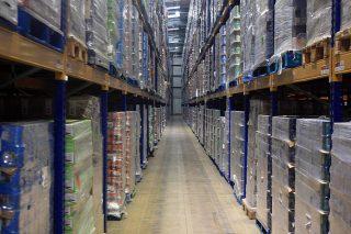 Vlakke bedrijfsvloer hoogbouw magazijn klasse DIN 15185